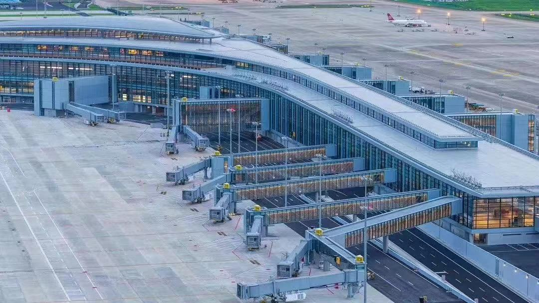 90 Safedock T1 to equip the satellite terminal at Shanghai Pudong International Airport
